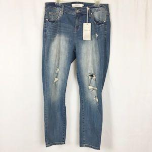 NWT Torrid Girlfriend distressed jeans 12